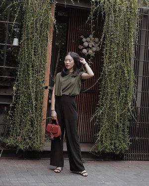 midweek gateway with flap top with high neckline by @shopatvelvet , definitely bring me to the next level of sophisticated style 💋 #weshopatvelvet