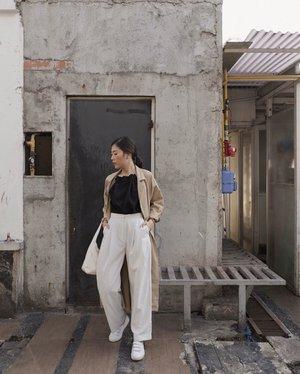 [#KOREANGirl] akhir2 ini lagi suka banget banget sama korean style, apalagi spring looknya, kae pake coat2 ala2 gitu, combine dengan top dan pants aja udah bagus banget 😌 woles udah mirip belum kae cewek korea ? 💯 @shopatvelvet | #weshopatvelvet