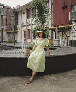 good friday ft. @pomelofashion ✨ ——— sebenernya kemarin ini rencana ke #Bali dan mau photoshoot pake dress ini, apa daya ya kan, virus coronces ini semakin mewabah, yaudah akhirnya putusin batal, thanks god kalo ga mungkin aku balik2 dikarantina ama temen2 🙈🥰 #PomeloGirls #PomeloGirlsAtHome