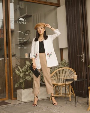 friday dress-up with simple outer from @acheter_id , the most elegant with touching of unique patch, make it perfect with berets hat from @topi.nara 🍂 #acheterid