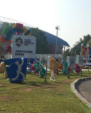 Hari ini, tepat 14 hari menuju gelaran #AsianGames2018, dilaksanakan pawai obor api untuk Asian Games yang akan dilaksanakan pada 18 Agustus - 2 September 2018. .  Pelaksanaan Torch Relay di Palembang dimulai di Stadion Gelora Sriwijaya.  Api obor dalam tinder box di bawa oleh para penerjun dari TNI AU dan FASI. Selanjutnya, api akan dibawa berkeliling di kota Palembang secara estafet dari Plaza Stadion Gelora Sriwijaya sampai Rotunda Parameswara di Jl Gelora Sriwijaya. . . Besok, api akan diarak ke beberapa kota di Sumatera Selatan. . . . #SemarakTorchRelaySumSel #bloggerpalembang #palembangblogger #momblogger #kompasianerpalembang #kompalers #lifestyleblogger #bloggerperempuan #bloggerpalembangkumpul #emak2blogger #emakblogger #KEB #bloggercihuy #bloggerindo #bloggerindonesia #ClozetteID #mombloggerpalembang  #travelblogger #travelbloggerindonesia #womantravelblogger #familytravelblogger