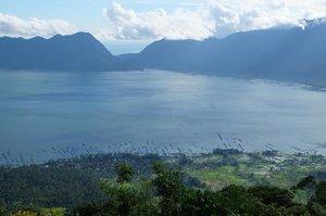Puncak Lawang, sebuah perbukitan di Kabupaten Agam yang cukup populer untuk menikmati keindahan Danau Maninjau di Sumatera Barat. Kalau mau nyoba paralayang juga bisa. Enak kali ya terbang ngiderin danau gitu..Selamat Jumat, jadi pingin liburan....#bloggerpalembang #palembangblogger #momblogger #kompasianerpalembang #kompalers #lifestyleblogger #bloggerperempuan #bloggerpalembangkumpul #emak2blogger #emakblogger #KEB #bloggercihuy #bloggerindo #bloggerindonesia #ClozetteID#InyunMoto #PhotoNyun