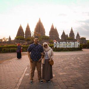 🙎🏻♂️🧕🏻💕 #officiallyDT #clozette #clozetteid #prambanantemple #candiprambanan #yogyakarta #honeymoon