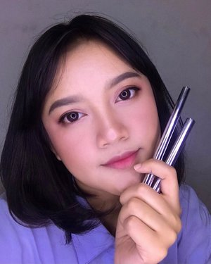 maaf ga tahan mau posting lagi, karena sesuka itu sama hasil dari eyebrow dan eyeliner @essau.beaute ini 🥰🥰🥰 Jigsaw Automatic Brow Pencil • triangel shape for easier shaping and filling • soft spoolie yang ga bakalan bikin kulit iritasi • rich pigmentation formula • does not break easily when appliying with pressure • sebagai penganut pensil alis yang biasanya diserut, ini praktis banget karena tinggal diputer  Strength Pen Eyeliner • waterproof • smudgeproof • intense black color output • tahan seharian, dari pagi sampe malem walaupun aktifitas padet • cepet banget kering jadi makenya kudu cepet-cepet juga dan langsung ditutup yah girls biar awet  @essau.beaute x @bloggirls.id  #bloggirlsidxessau #bloggirlsid #bloggirlsidreview #bloggirlsidproject #essaubeaute #essaujigsaweyebrow #essaustrengtheyeliner #clozette #clozetteid #makeup #musthave #eyemakeup #essau #essaubeaute #eyebrow #eyeliner #influencer #beauty #bali #indonesia #beautyenthusiast #makeup #makeupenthusiast #reviewuci #honestreview #instabeauty #indobeautygram #beautygram