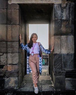 Tea Time & Sunset Moment di Candi Ratu BokoWisata sejarah bersama bintang marina 2018 bikin kangen.👗 : @sucifitriaapriani_project #day2marinabeautyjourney #marinabeautyjourney #bintangmarina2018#sahabatmarina #raihmimpi #jogjakarta #indonesia #beauty #beautyenthusiast #influencer #beautyinfluencer #pageant #beautygram #beautypageant #indobeautygram #instabeauty #explore #explorejogja  #baleraos #keraton #candiratuboko #candiratubokojogja #clozette #clozetteid #셀카 #구성하다 #아름다움 #양세종 #영향력 #인도네시아인