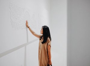 When the sense of sight and the sense of touch are combined in the same medium and material, will the way we understand reality still be the same?.#artbali #speculativememories #art #bali #indonesia #bekraf #seni #senirupa #rasa #sense #bloggerperempuan #influencer #lifestyle #beauty #style #fashion #lookbook #photooftheday #photography #exhibition #likeforlikes #clozette #clozetteid #clozetteambassador #lifestyleinfluencer #instagood #instadaily #gameoftones #welivetoexplore #selfreminder