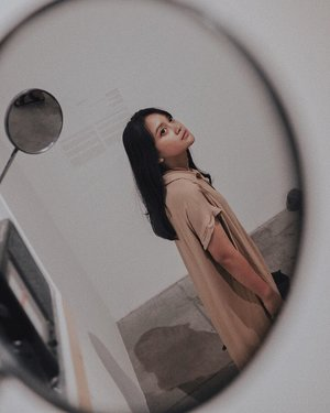 Don't take mirrors seriously,your true reflection is in your heart ❤️.Happy Weekend !!!!.#artbali #speculativememories #art #bali #indonesia #bekraf #seni #senirupa #rasa #sense #bloggerperempuan #influencer #lifestyle #beauty #style #fashion #lookbook #photooftheday #photography #exhibition #likeforlikes #clozette #clozetteid #clozetteambassador #lifestyleinfluencer #instagood #instadaily #gameoftones #welivetoexplore #abbcbuilding