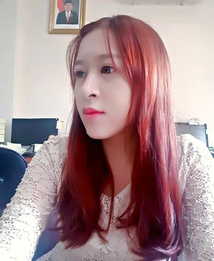Waiting.... #work #girl #beautyblogger #blogger #asian #redhair #etudebubblehaircoloring #winered #bubblehaircoloring #etude #bold #clozetteid #starclozetter #clozettedaily #fotd #potd