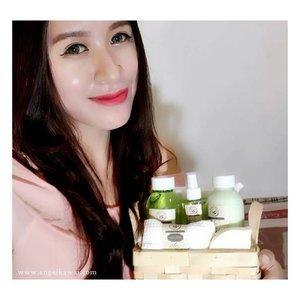 Senangnya punya peralatan mandi yang dikemas dengan cantik dan membuat kulitku lembab + halus. Aku pakai Beaute Recipe Aloe Bath Set😍 Thank you @copiabeauty @beauterecipeid  #blogger #indonesianbeautyblogger #beauty #beautyblogger #review #potd #fotd #skincare #blogger #clozettedaily #clozetteid #clozette #thankyou #asian #girl #beauterecipe #copia #showergel #aloevera #selfie #selca