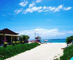 Pantai Pandawa fotonya aja udah kaya lukisan, apalagi aslinyaaaa... ❤  #bali #balinese #pantaipandawa #holiday #bluesky #beach #pantaipandawabali #clozetteid #starclozetter #awesome #nature #sea #bluesea #painting #sonya6000 #sunny #blogger