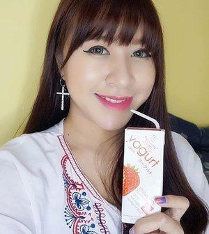 Minum yogurt yang #asamnyapas seperti @heavenlyblushyogurt agar tidak mempengaruhi asam lambung.  #heavenlyblushyogurt #yogurt #hidupsehat #sehat #healthydrink #heavenlyblush #delicious #foodporn #clozetteid #beauty #beautyblogger #indonesianbeautyblogger #healthylifestyle