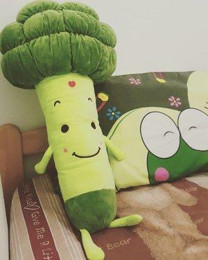 ♡ Suka banget sama boneka yang unik gini  #brocolli  #doll #cute #green #vegetable #lovely #veggie #veggies #keropi #bedroom #blogger #starclozetter #clozetteid #girlstuff
