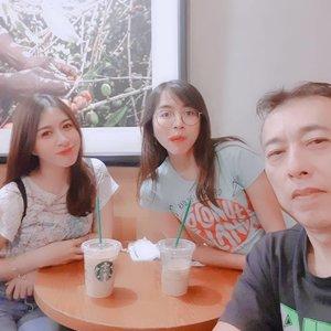 Sesibuk apapun kita, keluarga tetap nomor 1 ♡  #family #sister #familytime #love #starclozetter #asian #clozetteid #ohana #girls #fam #starbucks #sbux #ciputra #semarang