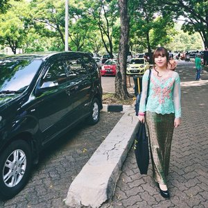 Makeup n hairdo by @novieyanti_mua 😍  #makeup #beauty #beautyblogger #indonesianbeautyblogger #blogger #bloggerbabesid #starclozetter #clozetteid #potd #ootd #kebaya #wisuda #graduate #universitasindonesia #traditional #throwback #fotd #me #wisudaui