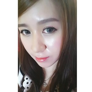 Makeup natural = failed 😂 #selfie #selca #asian #chinesegirl #chinese #closeup #blogger #beautyblogger #bunnylashes #edelweiss #me #clozettedaily #clozetteid #clozette #angelkawai #revloncolorstay #naturalmakeup #maybelline #indonesianbeautyblogger #hello2015
