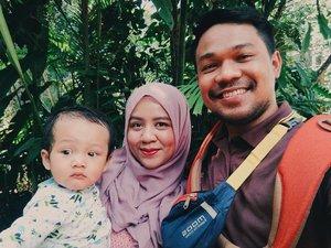 Our kind of family portrait 👶👩👨❤...Nyolong caption @poetyameliasari 😝.#clozetteid #Ryzliandras #atthezoo #familypotrait