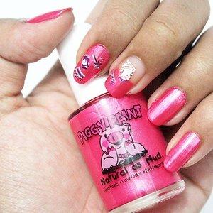 new review is up!! @piggy_paint_indonesia kutek yg aman, karena tidak mengandung toxic dan tidak memiliki bau. full reviewnya bisa langsung ke blog saya http://t.co/Do94KmHlVa 💅💅🐷🐷 direct link on my bio yes 😋 #piggypaintindonesia #review #nailpolish #nailart #clozette #clozettedaily #clozetteID #bbmeetup #bblogger #beautyblogger