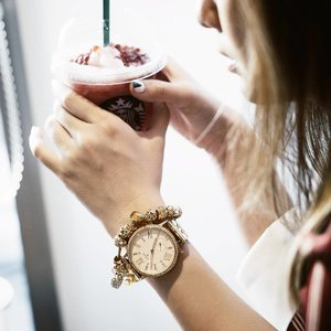 Can't get enough of these beauties, pairing my @fossil smartwatch via @urbaniconstore with @lacheriejewellery bracellet ❤ 📸 @katherinlakz #YesFossil #urbaniconstore #hybridsmartwatch #FossilQ #clozetteid #lykeambassador