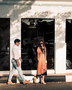 Kemaren wkt post insta story about this heels banyak yg ngga percaya klo ini dari @aldo_shoes, krn cantik n looks grand banget, yesss guys this pretty lace heels are from @aldo_shoes Bridal Collection and of course ini affordable banget untuk heels cuantik kek gini! Must have sih menurutku. Btw di foto ini suamik juga pake @aldo_shoes, emang nyaman sii 💙🧡 Klo mau liat lebih close up gimana cantiknya heels ini, ada di IG story highlight aku #AmbilkanWulanku yahh 😉 #AldoCrew #AldoIndonesia