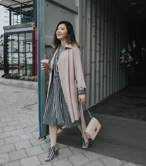 New post is up on the blog, it's about my rainy season outfit, layering this @label8store stripe dress with @avgal_collection outer 👌👌 📸 @cny12 #womeninlabel8 #avgaldressup #cgstreetstyle #ggrep #looksootd #ootdindo #lookbookindonesia #clozetteid