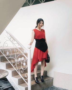 No cheongsam no problem 😉 Styled up in @storyofrivhone asymmetrical dress paired with @avgal_collection oversized obi 💃💃💃 #cny2018 #ootdindo #ggreptrend #ggrep #clozetteid #cgstreetstyle #looksootd #elleindonesia