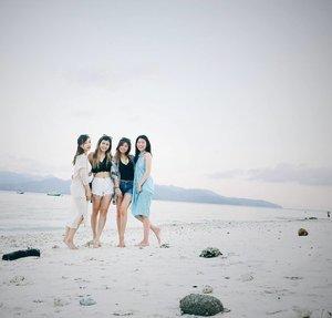 Just 4 of us 👭👭 #GiliGirls #wetime #BarceBabes #weitzaaahhh #clozetteid #exploreindonesia #kitasyantik