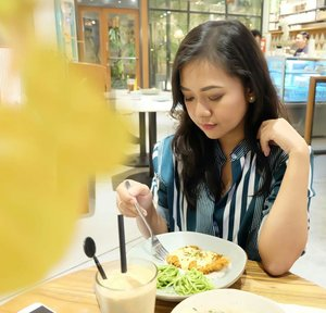 🌵First we eat, then we do everything else– M.F.K. Fisher.Nom. Nom. Nom.#explorebandung #Clozette #clozettedaily #clozetteid #goodfood #hibrew #foodphotography #foodjunkie