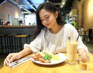 🌵#RoosCoffeeJourney🌵Happy life comes from happy tummy, happy tummy comes from great food.🌵#twohandsfull #Clozetteid #clozetter #clozettedaily #kuliner #ExploreBandung