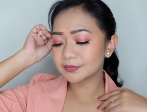"""💕  """"For beautiful eyes, look for the good in others; for beautiful lips, speak only words of kindness; and for poise, walk with the knowledge that you are never alone."""" ― Audrey Hepburn  #bandungbeautyblogger #getthelookid #blogger #blogger #maybellinefitme #makeupjunkie #clozetter #clozetteid #clozettedaily"""