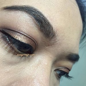 EOThatDay . Eyebrow @anastasiabeverlyhills . Eyeshadow @urbandecaycosmetics & @rimmellondonuk  Mascara @maybelline  Eyeliner @mizzucosmetics . . #eotd #eyes #eyes #eyebrows #eyeshadow #anastasiabeverlyhills #clozette #clozetteid #clozettedaily #eyemakeup #goldeyeshadow #vegas_nay #thickasseyebrows #brows #makeup #dryskin #nofilter #nofilterneeded