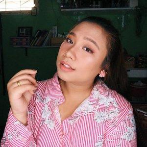 Kali2 lebih feminim 😊.Udah liat tutorialnya belum? ..🌈 @mukka_kosmetik weightless foundation🌈.....#reginapitcom #sbyglamsquad#bvlogger #bvloggerid #indobeautygram #Clozetteid  #indonesiababe #bunnyneedsmakeup #sbybeautyblogger  #beautiesquad #IVGBeauty #indovidgram #indovlogger #setterspace #kbbvfeatured #beautybloggerindonesia