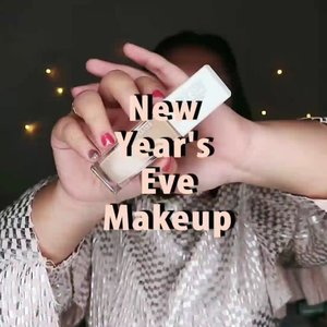 🎇NEW YEAR'S EVE MAKEUP TUTORIAL 🎇.Udah kepiliran mau makeup kayak apa pas menikmati malam tahun baru? -Aku mah, gampang2 aja yang penting bibir ON ! 😂-🌈 @maybelline Superstay Foundation .🌈 @lagirlindonesia Pro Conceal🌈 @viva.cosmetics Perfect Natural Bright Loose Powder🌈 Focallure Endless Possibilities .🌈 @absolutenewyork_id Strobing and Shading Palette🌈 @floretcosmetic x @joviadhiguna .🌈 @bulumata_love ........#reginapittutorial#reginapitcom #bvlogger #bvloggerid #indobeautygram #Clozetteid  #indonesiababe  #sbybeautyblogger  #beautiesquad #IVGBeauty #indovidgram #indovlogger #setterspace #kbbvfeatured #beautybloggerindonesia #newyearsevemakeup
