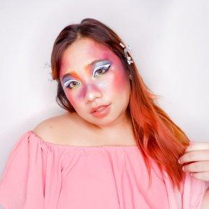 Ini makeup apa ya? Di campur aja semua warna sekalian nyoba palettenya Beauty Glazed. Ternyata dong pressed glitternya bagus gilak! ;').🌈 @bellaoggiitaliaofficial Foundation🌈 @pixycosmetics TWC🌈 Beauty Glazed 60 colors eyeshadow palette🌈 @fanbocosmetics Eyebrow🌈 Cmaduu Eyeliner🌈 @lorealindonesia Lipstick🌈 O.twoo Highlighter....... .#reginapittutorial#reginapitcom#bvlogger #bvloggerid #indobeauautygram#Clozetteid #bloggermafia #sbybeautyblogger #beautiesquad #indovidgram #indovlogger #batak #bataknese #beautybloggerindonesia #pinterestmakeup #fairymakeup #fairytalemakeup #makeupart