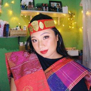 HORAS epribadeh 🙋🏻..Udah pada nonton tutts ku bikin makeup look ini belum? .Kalau belum yuk, cek feed aku dan klik linknya buat versi lengkapnya di youtube 💃🏻💥........#reginapittutorial#reginapitcom #sbyglamsquad#bvlogger #bvloggerid #indobeautygram #Clozetteid  #indonesiababe #bunnyneedsmakeup #sbybeautyblogger  #beautiesquad #IVGBeauty #indovidgram #indovlogger #setterspace #kbbvfeatured #beautybloggerindonesia