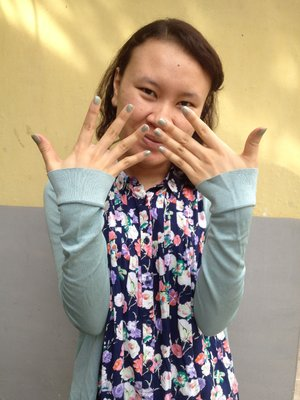 Mix and match my nail with my cardigan. Love it!  :D #RevlonParfumerie #ClozetteID @RevlonID.