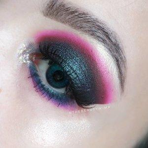 TUTORIAL ON PREVIOUS POST ☘️☘️☘️ . . Deets @hudabeautyshop electric obsession @anastasiabeverlyhills prism palette @ltpro_official eye glitter gel @getthelookid mascara lash paradise . . Brushes used @sigmabeauty E25 @ecotools_id @masamishouko . . . . #fakeupfix #makeupforbarbies  #setterspace @setterspace #makeuptutorial #hudabeauty #anatasiabeverlyhills #peachyqueenblog #abhbrows #bretmanvanity #eyemakeupvideos #juviasplace #amrezyshoutouts #wakeupandmakeup #morphebrushes #instamakeup #undiscovered_muas #morphebabe  #beautycommunity  #fiercesociety  #sigmabeauty  #bunnyneedsmakeup @bunnyneedsmakeup #clozetteid #beautybay #blendtherules