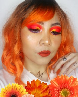 Siap Goyang Nasi Padang Pake Wig Orange  💐💐💐💐💐💐   Deets Eye Base @sigmabeauty eye primer Persuade Eyeshadow @hudabeauty Orange & Electric Obsession @juviasplace The Festival Lip Matte @dearmebeauty Dear Grace    #beautygoersid #instamakeup  #makeuptutorial  #beautyenthusiast  #100daymakeupchallenge #makeupfeed #unleashyourinnerartist #creativemakeup  #makeuptutorial @setterspace @tampilcantik  @cchanel_beauty_id @tips_kecantikan  @popbela_com  #makeuplooks #wakeupandmakeup #clozzeteid #sigmabrush #clozetteid #slave2beauty #wake2slay #eyeshadowtutorial  #amrezyshoutouts #undiscovered_muas #inssta_makeup #makeupaddict #featuremuas #morphebabe #beautyunderyourinfluencer