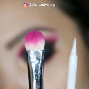 ☘️☘️☘️ . . Deets @hudabeautyshop electric obsession @anastasiabeverlyhills prism palette @ltpro_official eye glitter gel @getthelookid mascara lash paradise . . Brushes used @sigmabeauty @ecotools_id @masamishouko . . . . #fakeupfix #makeupforbarbies  #setterspace @setterspace #makeuptutorial #ColourPopMe #anatasiabeverlyhills #peachyqueenblog #abhbrows #bretmanvanity #eyemakeupvideos #juviasplace #amrezyshoutouts #wakeupandmakeup #morphebrushes #instamakeup #undiscovered_muas #morphebabe  #beautycommunity  #fiercesociety  #sigmabeauty @sigmabeauty  #bunnyneedsmakeup @bunnyneedsmakeup #clozetteid #beautybay #blendtherules