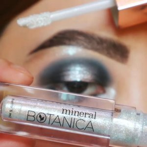 MINERAL BOTANICA GLOW SERIES YA'LLLLL_________@mineralbotanica Dazzling Wonder 03, Tinkle Liquid Eyeshadow in #PearlSnow..Eyebase @sigmabeauty PersuadeBrushes @ecotools @masamishouko @bhcosmetics..Music credit @saint.ivory MISS UNIVERSE.#makeupfeed #unleashyourinnerartist #creativemakeup #eyelooks #makeuptutorial #makeuplooks #wakeupandmakeup #clozzeteid #sigmabrush #clozetteid #slave2beauty #wake2slay #eyeshadowtutorial #focallure #amrezyshoutouts #undiscovered_muas #inssta_makeup #makeupaddict #featuremuas #morphebabe #beautyunderyourinfluencer #gowiththeglow #glowseries
