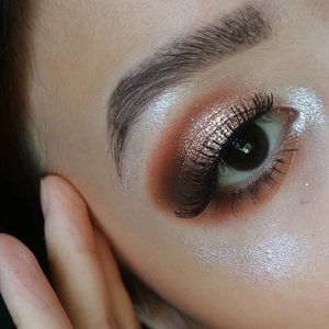 Permisi ngepas2in feed aja  Tutorial bisa dicek disebelah 👋 . . Beginner friendly eye look 🌼 . Deets @tartecosmetics tarteist pro palette @colourpopcosmetics golden state of mind @stilacosmetics kitten karma . . . . #fakeupfix #makeupforbarbies  #setterspace @setterspace #makeuptutorial #stilaglitterandglow #anatasiabeverlyhills #peachyqueenblog #abhbrows #bretmanvanity #eyemakeupvideos #ColourPopMe #amrezyshoutouts #wakeupandmakeup  #instamakeup #undiscovered_muas #morphebabe  #beautycommunity  #fiercesociety  #sigmabeauty @sigmabeauty  #bunnyneedsmakeup @bunnyneedsmakeup #clozetteid #beautybay #blendtherules