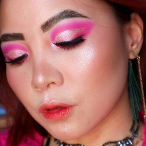 PINK 🌸🌸🌸🌸 . . Deets @hudabeauty Neon Pink @troiareuke_korea cushion H+ @blpbeauty face glow @farsalicare jelly beam @peripera_official ASMR ____ . . . . . #beautygoersid #instamakeup  #makeuptutorial  #beautyenthusiast  #100daymakeupchallenge #makeupfeed #unleashyourinnerartist #creativemakeup  #makeuptutorial @setterspace @tampilcantik  @cchanel_beauty_id @tips_kecantikan  @popbela_com  #makeuplooks #wakeupandmakeup #clozzeteid #sigmabrush #clozetteid #slave2beauty #wake2slay #eyeshadowtutorial  #amrezyshoutouts #undiscovered_muas #inssta_makeup #makeupaddict #featuremuas #morphebabe #beautyunderyourinfluencer