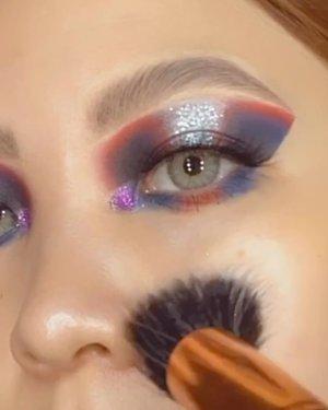 "ALIENIST  Jadi ini adalah halo eyes, tanpa di cut cut crease nya. Ga rumit, bondo banyak eye shader brush aja kalo warnanya mau ""nyetaaak"" gini tuh. Put your fluffy blending brush aside for a while.  Deets EyeBase @sigmabeauty Eyeshadow @juviasplace sek lupa nama palette nya Falsies @lorecalashes  Lippie @dearmebeauty Dear Grace  Lenses @kawaigankyu Teresa Grey        #beautygoersid #instamakeup  #makeuptutorial  #beautyenthusiast  #100daymakeupchallenge #makeupfeed #unleashyourinnerartist #creativemakeup  #makeuptutorial @setterspace @tampilcantik  @cchanel_beauty_id @tips_kecantikan  @popbela_com  #makeuplooks #wakeupandmakeup #clozzeteid #sigmabrush #clozetteid #slave2beauty #wake2slay #eyeshadowtutorial  #amrezyshoutouts #undiscovered_muas #inssta_makeup #makeupaddict #featuremuas #morphebabe #beautyunderyourinfluencer"