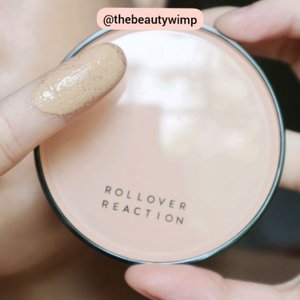ROLLOVER REACTION CUSHION COMPACT . @rollover.reaction . I didnt expect much when I purchased this, turned out my skin looks so nice with it. It is quite hydrating that it doesnt emphazise my dry patches. I love the satin-y result, it is not overly dewy. It's just right in portion. It is so light and suitable to wear on daily basis. I picked 101 Custard Tart and it's a tad bit darker on me (swipe left) yet its still managable so i wont complain. The cushion lasts me 5 hours to finally fade little by little. The only drawback is, WHY IT DOESNT INCLUDE ANY REFILL 😂  Im going to write my in-depth review on my blog, showing you how it looked like on me after being in the heat ☀️☀️ . . #fakeupfix #makeupforbarbies #beautygram #makeupblogger #cushioncompact  #peachyqueenblog #clozzeteid #bretmanvanity #eyeshadowswatch #beautygram #clozetteid #instamakeup #undiscovered_muas #beautycommunity  #wakeupandmakeup #fiercesociety  #hypnaughtymakeup #makeupinspiration  #sigmabeauty #flawlesssdolls  #rolloverreaction .