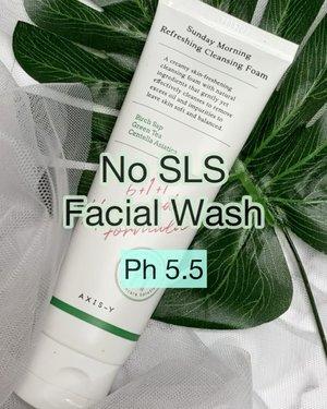 """Axis-y Sunday Morning Refreshing Cleansing Foam -----  Memang sampai saat ini produk2 Axisy dikulitku blm ada yg fail. Ini adalah facial wash terbaru dengan teknologi skincare namanya Aquaxyl , jujur aku jg baru denger. Jadi teknologi ini itu menggabungkan 3 hydrating agents untuk membentuk perisai Anti-Dehydration supaya kulit itu tidak mengalami """"water-loss"""" dgn memperbaiki skin barrier .  Ph 5.5 aman ✅  Beberapa bahan juga manteb seperti : Greent Tea, Alantoin, Licorice, Centella Asiatica dan ada birch sap sebagain key ingredient 👌 Bebas SLS, no Paraben, no fragrance, EWG Green ✅  Tekstur nya itu loh yg unik, bisa molor kayak benang. Tapi gak lengket loh. Dan memang gak ngeringin wajah. Feels-nya clean tapi gak tight . Bisa untuk am-pm kalau dikulitku yg normal-dry. Ini all skin types sih sebenernya krn dia bisa balancing sebum juga bagi yg oily skin.   Where to buy @beautyglowing @axisy.indonesia        #beautygoersid #instamakeup  #makeuptutorial  #beautyenthusiast  #100daymakeupchallenge #makeupfeed #unleashyourinnerartist #creativemakeup  #makeuptutorial @setterspace @tampilcantik @tiktokofficialindonesia @cchanel_beauty_id @tips_kecantikan  @popbela_com  #makeuplooks #wakeupandmakeup #clozzeteid #sigmabrush #clozetteid #slave2beauty #wake2slay  #amrezyshoutouts #tiktokindonesia #undiscovered_muas #inssta_makeup #berbagiskill #tiktokindonesia #tiktok #samasamadirumah  """