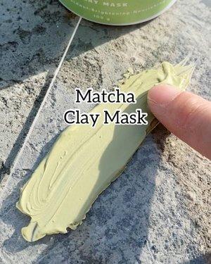 Teddy Club Matcha Green Tea @teddyclubs @teddyclubs   Banyak dpt pertanyaan; Penting gak sih pake clay mask?  Menurutku penting, at least rutin seminggu 2-3 kali dalam seminggu atau sebutuhnya.  Kandungan Kaolin itu yg gunanya untuk membersihkan debu2 , kotoran2 , excess oil & polusi dari kulit kita.  Formulanya Teddy Club ini gak clekit2 sih dimuka ku, maklum kulit badak 😌 Tapi mungkin jg karena kandungan hidrasi dan soothing dalam clay mask ini manthul juga. Hidrasi dari Glycerin, Aloe Barbadensis Juice, Licorice Root Extract & Niacinamide.  Paling kerasa efek memang brightening nya, karena Niacinamide 5 tertinggi diatas, dan ada Alpha Arbutin juga. Dia ini saat mengering, gak sampe kering narik pool, jadi masih mild lah menurutku untuk kelas clay mask. Bisa untuk all skin types.  Setelah dibilas pun wajah masih kerasa lembab kok. Sekali lagi hydration agents juga banyak soale 👌  I enjoy this product sih, kalau gak worth it ga bakalan masuk di feed aku 😌 ehe   . . .    #beautygoersid #instamakeup  #makeuptutorial  #beautyenthusiast  #100daymakeupchallenge #makeupfeed #unleashyourinnerartist #creativemakeup  #makeuptutorial @setterspace @tampilcantik @tiktokofficialindonesia @cchanel_beauty_id @tips_kecantikan  @popbela_com  #makeuplooks #wakeupandmakeup #clozzeteid #sigmabrush #clozetteid #slave2beauty #wake2slay  #amrezyshoutouts #tiktokindonesia #undiscovered_muas #inssta_makeup #berbagiskill #tiktokindonesia #tiktok #samasamadirumah  