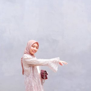 Baby take my hand and take me somewhere we can be alone💎👑._____Lucu gak outernya? Hehehe soon aku buka PO brokat outer di @cottonyou.id Cocok banget untuk formal event❤..#clozetteid #kartikaryaniootd #ootdindo #ootdfashion #hijabootd #hijabstyle #dailyootd #ootdasian #casualstyle #photooftheday #fashionblogger #ootd #whatiweartoday #instastyle #블로거 #얼짱 #패션스타그램 #패션블로거 #스트리트패션 #스트릿패션 #스트릿룩 #패션 #일상 #데일리룩 #셀스타그램 #셀카 #ブロガー #ファッションブロガー #hunnyeo #훈녀