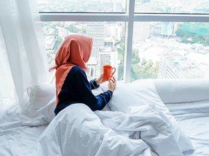 Kurang lebih difoto ini lagi mikir hhm @senayancity udah buka belum ya?😆🏙 Pagiiiii🌞...#clozetteid #staycation #staycationjakarta #harrishotel #harrishoteljakarta #hotelhopping #jakarta