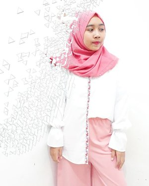 Late spoiler about @avengers : Infinity War😎💥🌌.Cutie white shirt with pinkish ribbon accent from @antiiqahijab ...#clozetteid #beautygoersID #kartikaryaniootd ##bloggerceria #beautybloggerindonesia #beautiesquad #bloggerperempuan #indonesianfemalebloggers #beautynesiamember #ulzzang #fashionblogger #ootd #whatiweartoday #instastyle #블로거#얼짱#패션스타그램#패션블로거#스트리트패션#스트릿패션#스트릿룩#스트릿스타일#패션#스타일#일상#데일리룩#셀스타그램#셀카#ブロガー #ファッションブロガー