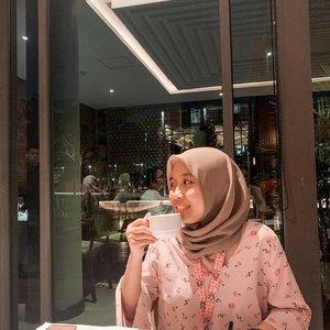 "It's 14th February. Have a warm tea everyone🍵. . ""Ceritanya ada yg candid foto terus pura-pura main HP biar gak ketauan kalau abis iseng😆"" wow halu dipagi hari😅😅. . #clozetteid #ggrep #cafehopping #restaurant #cafe #jakarta #restojakarta #hutankotaplataran #lifestyleblogger #lifestyle #travelblogger #travelling #ulzzang #블로거#얼짱#라이프 #스타일 #블로거#ライフスタイルブロガー#ブロガー#kawaii #かわいい#旅行#旅行ブロガー#여행#여행자#여행스타그램 #hunnyeo #훈녀"