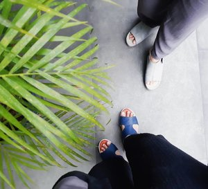 Shoes of the day👡👟. It's really comfortable wearing sandal shoes for people who like take public transportation like meeehh 🚌🚆 #pakaitransportasipublikbiargakmacet #menujujakartatidakmacet2019 😅😅...#clozetteid #ggrep #sotd #shoes #sandals #sandalshoes #fashionblogger #insviraltif #femaledaily #kbbvmember #beautynesiamember #lifestyleblogger #travelblogger #shoesoftheday #fromwhereistand #블로거#얼짱#라이프 #스타일 #블로거#ライフスタイルブロガー#ブロガー#kawaii #かわいい#旅行#旅行ブロガー#여행#여행자#여행스타그램